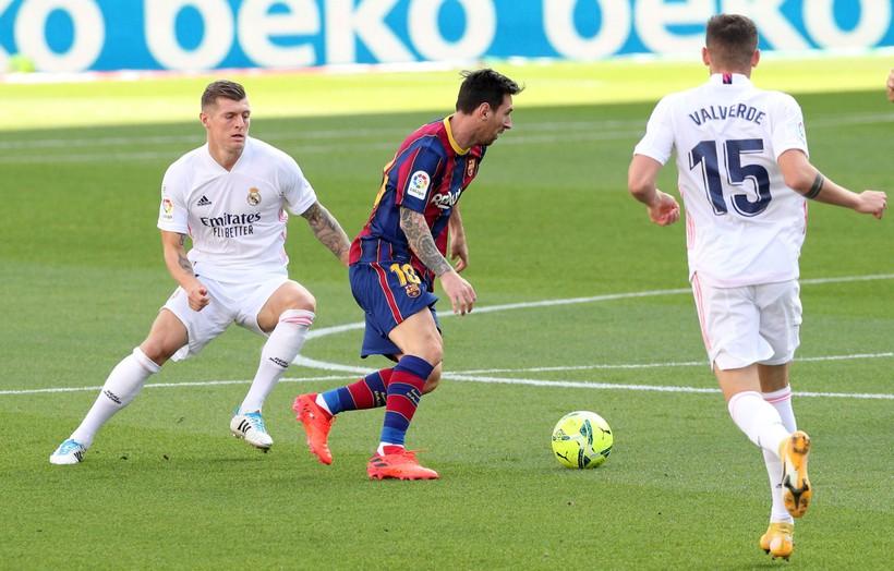Barca và Real đều không dám mua cầu thủ trong tháng 1/2021. Ảnh: Reuters.