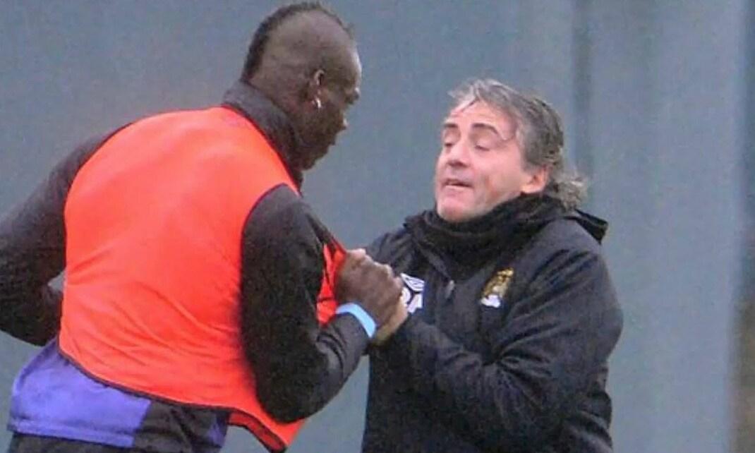 Mancini dan Balotelli dalam pertarungan di tempat latihan Man City pada Januari 2013.  Foto: Sports Mail