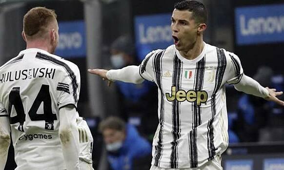Ronaldo merayakan gol mengalahkan Inter.  Foto: Gazzetta