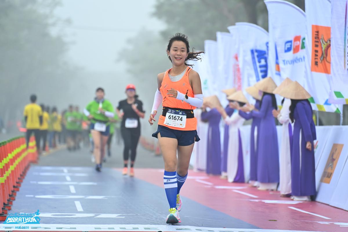 A runner participating in the VnExpress Marathon Hue 2020 race. Photo: VnExpress Marathon.