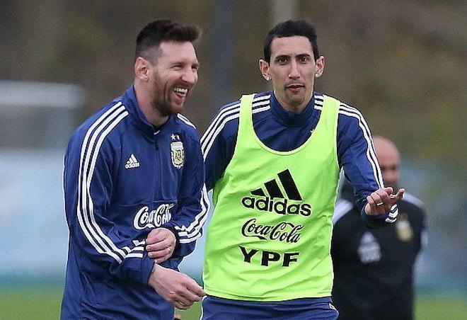 เมสซี่และดิมาเรียเป็นเพื่อนที่ดีที่สุดและเป็นเพื่อนร่วมทีมในอาร์เจนตินา  ภาพ: Reuters