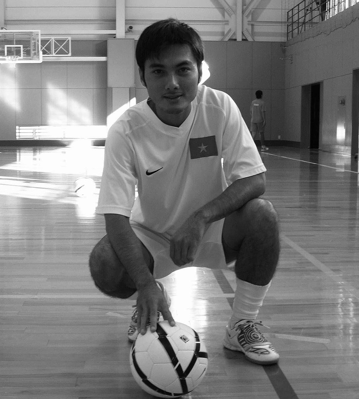 Huỳnh Bá Tuấn trong màu áo futsal Việt Nam.