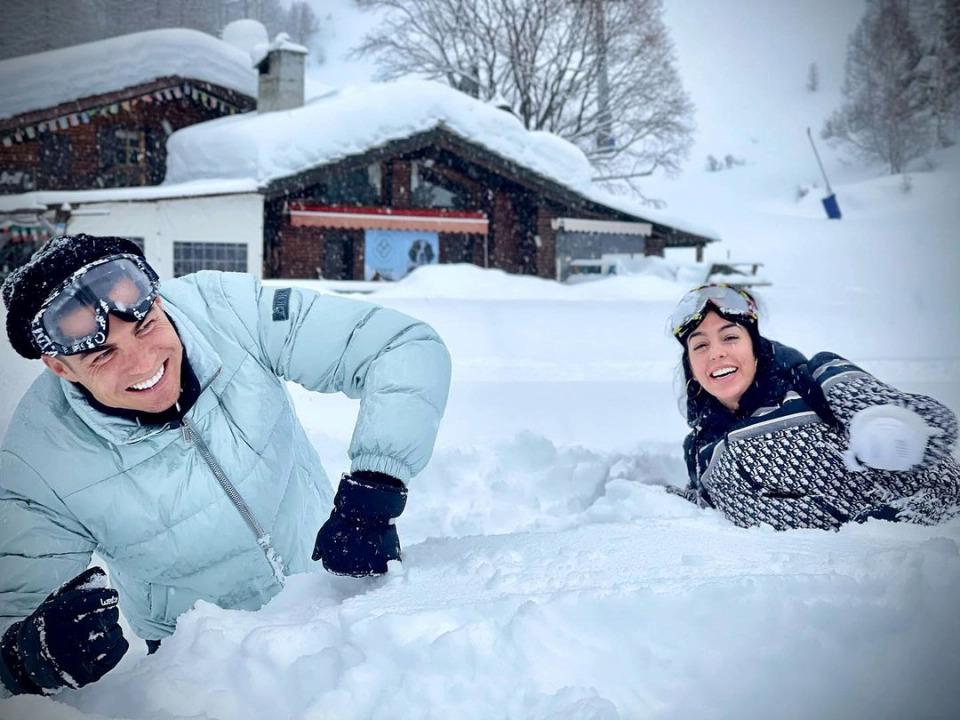 โรนัลโดเล่นกับจอร์จิน่าในตูรินเมื่อเช้าวันที่ 5 กุมภาพันธ์  ภาพ: Instagram / Georgina