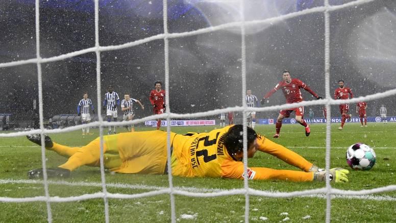 Jarstein menghentikan Lewandowski mencetak gol ke-25 di Bundesliga musim ini.  Foto: dpa
