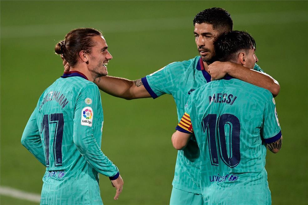Musim lalu, saat ada Suarez, Griezmann harus bermain di pinggir lapangan karena tak bisa akur dengan Messi.  Foto: EFE