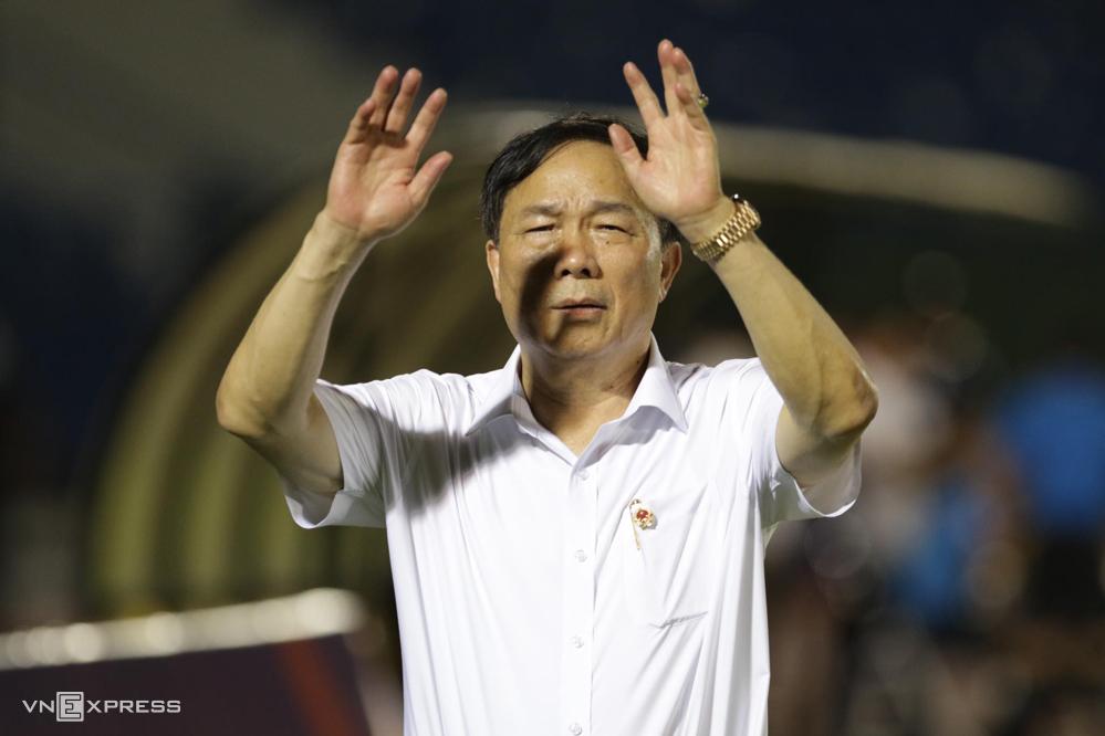Election De mengatakan dia sedang cuti, tidak tahu apa yang diputuskan FIFA terhadap kasus dengan pelatih Fabio Lopez.  Foto: Duc Dong