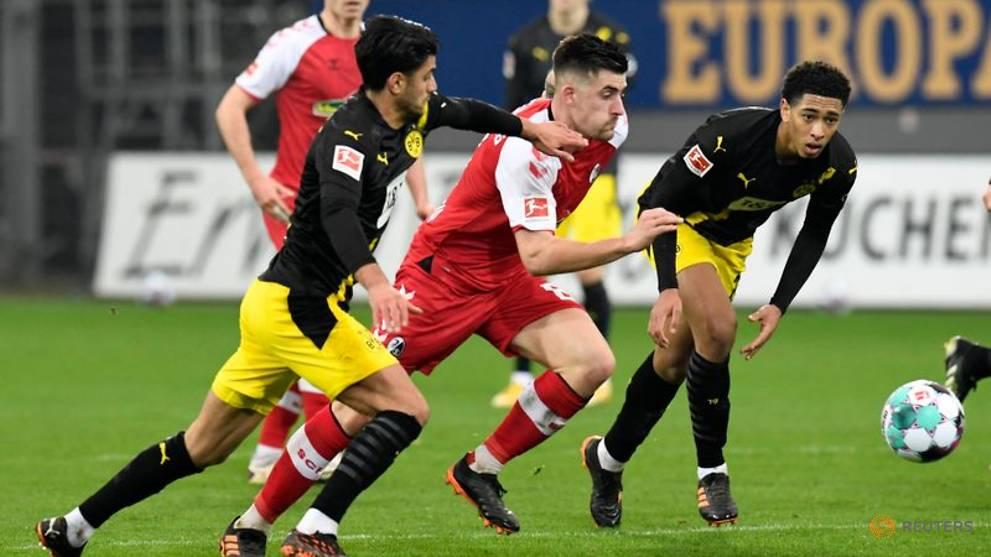 Dortmund (áo đen) chơi sa sút kể từ giữa tháng 1/2021. Ảnh: Reuters.