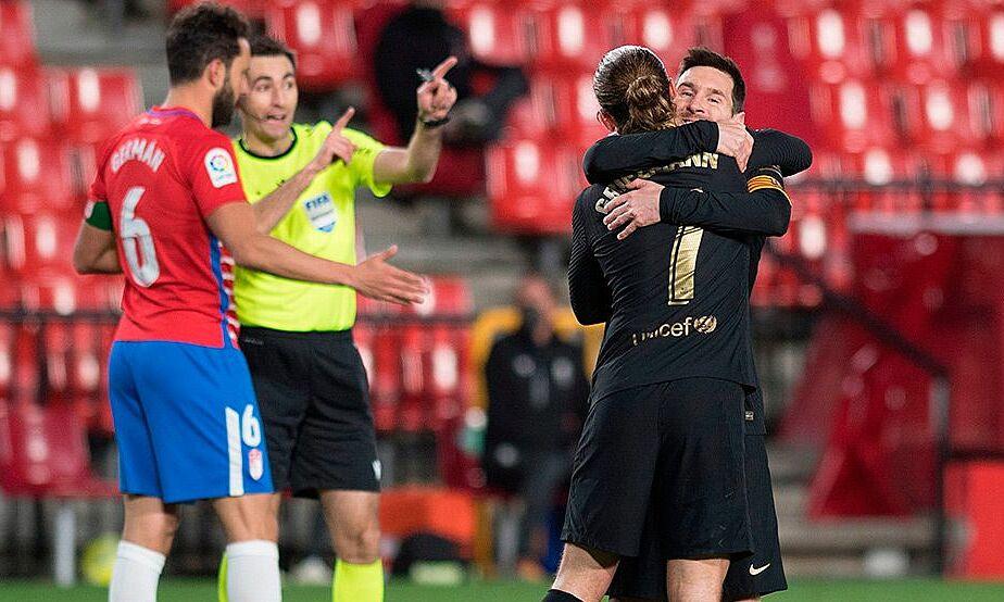 Messi merangkul kegembiraannya setelah membantu Griezmann mencetak gol dalam kemenangan Granada pada 3 Februari.  Foto: AFP