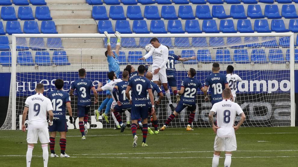 Varane telah belajar untuk mendukung serangan dan mencetak gol seperti Ramos.