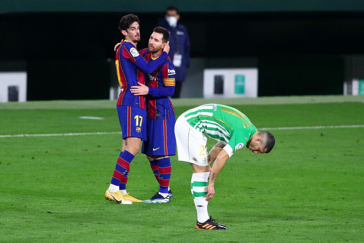 Messi gembira setelah melancarkan serangan, berujung pada kemenangan 3-2 untuk Barca.  Foto: FCB