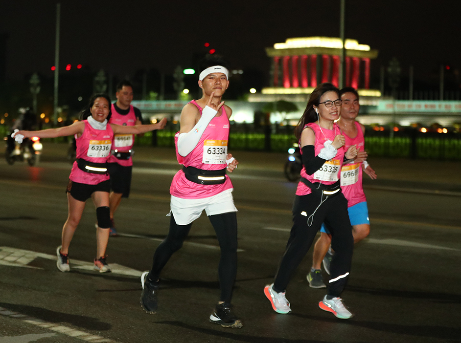 Runner up Hanoi night running tournament at the end of November 2020.  Photo: VnExpress Marathon.