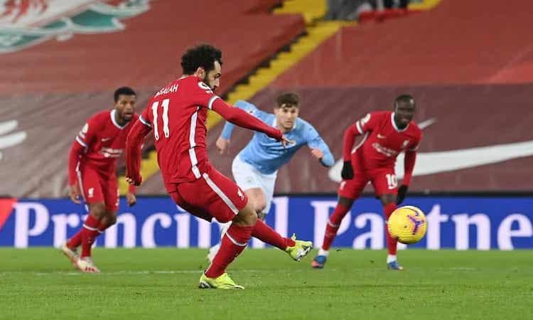 Bàn thắng từ chấm phạt đền của Salah chỉ nhóm lên hy vọng cho Liverpool. Ảnh: Reuters.