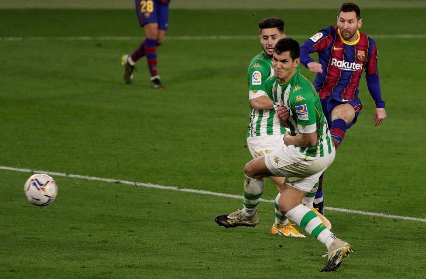 Penyelesaian berbahaya Messi membuka gelombang bagi Barca.  Foto: EFE