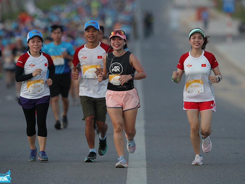 Para atlet yang berpartisipasi dalam VnExpress Quy Nhon Marathon 2020. Foto: VnExpress Marathon.