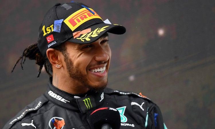 Hamilton tiếp tục thi đấu cho Mercedes đến hết mùa giải 2021. Ảnh: Reuters.