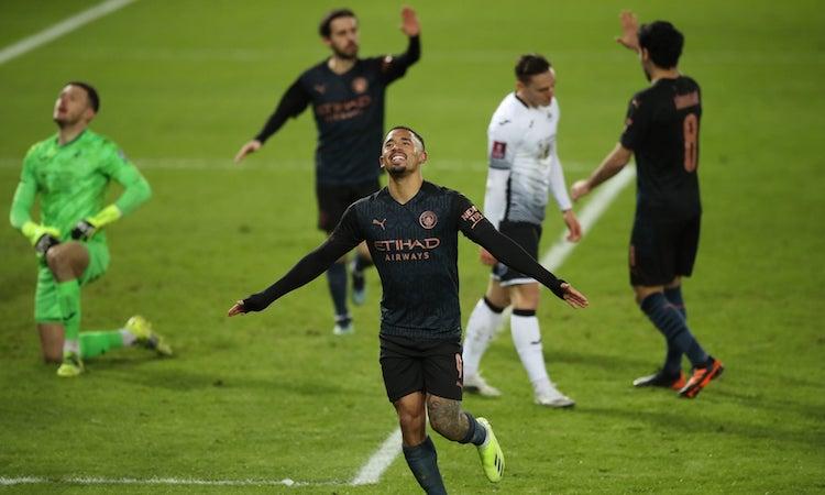 Man City không gặp khó khăn trước đối thủ kém xa về đẳng cấp. Ảnh: PA.