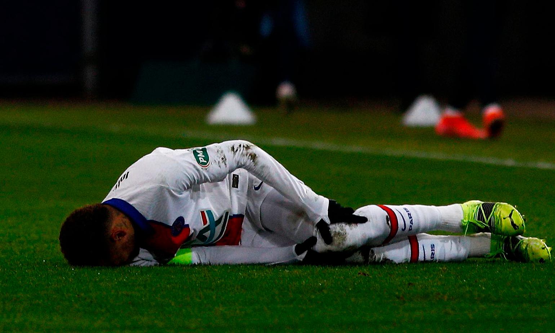 Neymar mengalami cedera otot di kaki kirinya dalam kemenangan 1-0 atas Caen pada 10 Februari.  Foto: BR