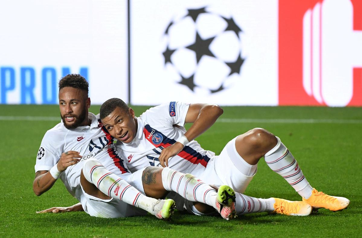 Keintiman dalam kehidupan nyata membantu Neymar dan Mbappe menemukan harmoni di lapangan.  Foto: Reuters