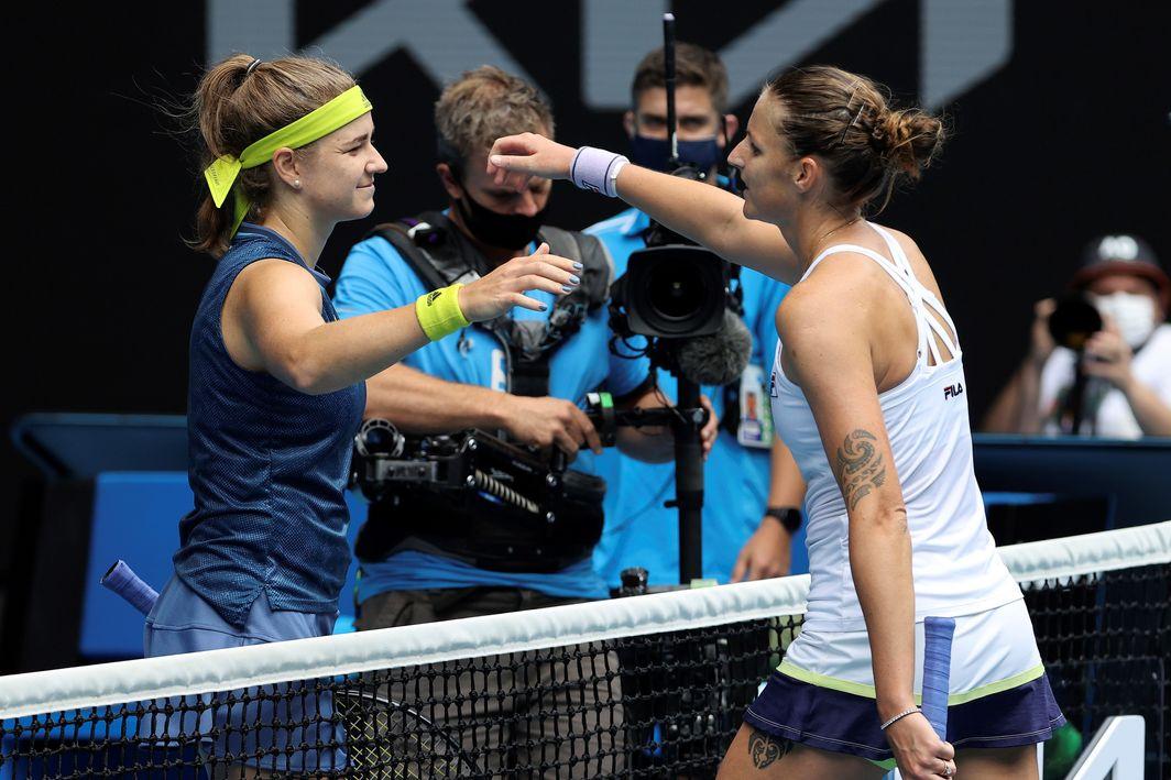 Pliskova (kanan) dan Muchova secara teratur melakukan latihan bersama tahun lalu, ketika tenis ditangguhkan karena pandemi.  Foto: AP.