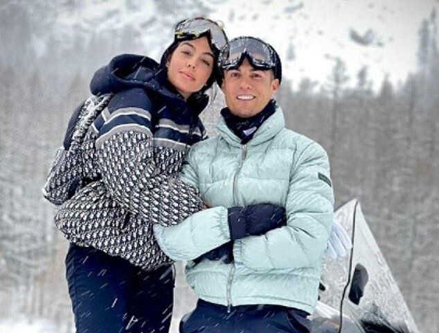 Bức ảnh trượt tuyết của Ronaldo và bạn gái nhận gần 11 triệu lượt thích sau hai ngày đăng tải. Ảnh: Instagram.
