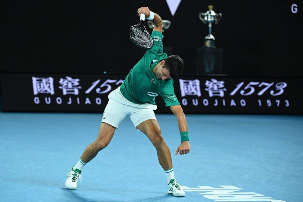 Djokovic chỉ thua một game giao bóng kể từ khi đập vợt ở set ba. Ảnh: ATP.