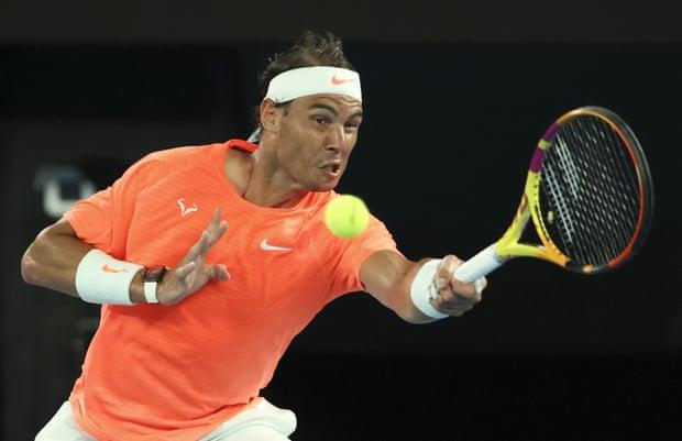 Nadal dễ dàng vượt qua Tsitsipas trong hai set đầu tiên. Ảnh: AP.