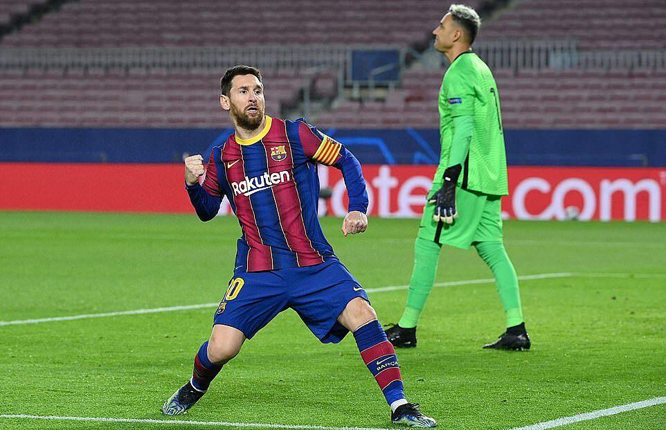 Messi mừng bàn mở tỷ số trên chấm 11m. Ảnh: AFP.