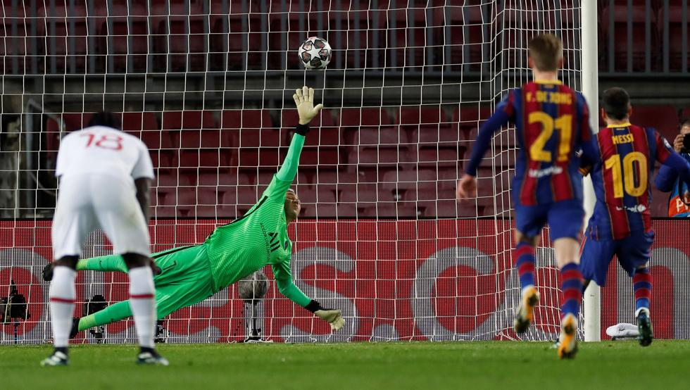 Messi ghi bàn cho Barca từ chấm 11m. Ảnh: EFE.