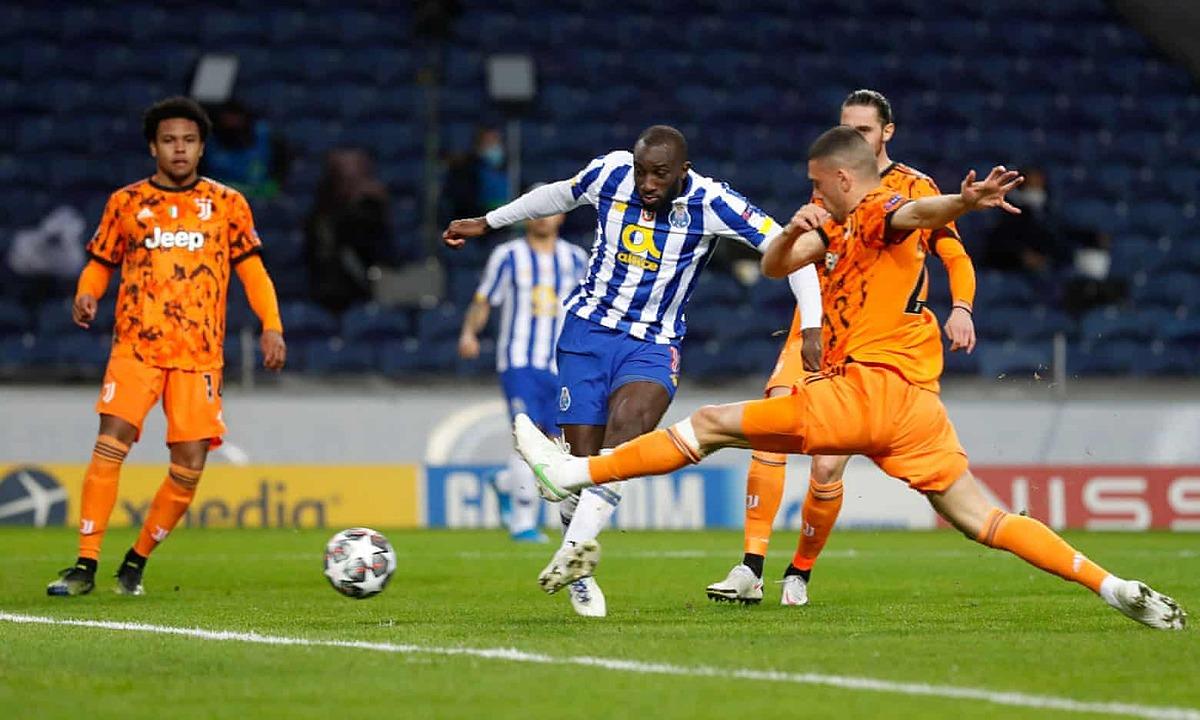 Marega nhân đôi cách biệt cho Porto đầu hiệp hai. Ảnh: Reuters.