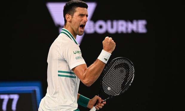 Djokovic selangkah lebih maju dalam perjalanannya menaklukkan Grand Slam ke 18. Foto: AP.