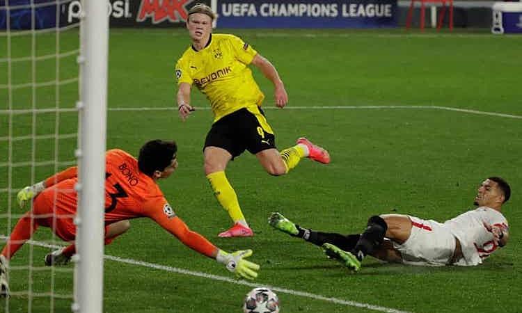 Dortmund menghukum momen kelalaian lawan untuk menang.  Foto: EPA.