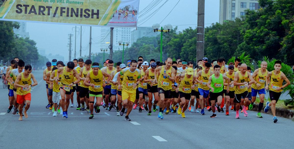 Các thành viên câu lạc bộ VKL Runners trong một giải chạy tháng 9/2020.