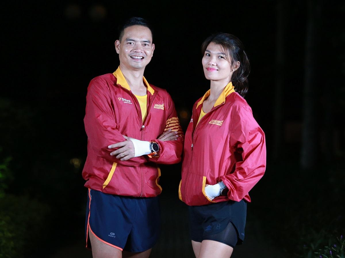 Finisher shirt 42 km at the Hanoi night running tournament 2020. Photo: Lam Thoai.