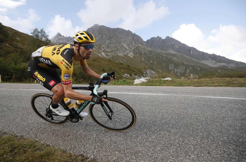 Dumoulin trong một chặng leo núi ở Tour de France 2020. Ảnh: Reuters