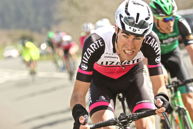 Bouzas trên đường đua một giải trẻ ở Tây Ban Nha thời còn thi đấu. Ảnh: Lizarte Team