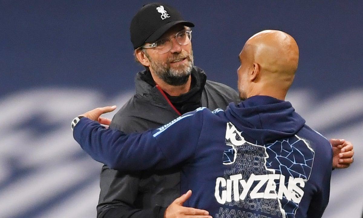 Klopp chỉ kiếm được một điểm trong hai lần đấu trí với Guardiola tại Ngoại hạng Anh mùa này. Liverpool hoà 1-1 trên sân Man City ở lượt đi, nhưng thua đậm 1-4 trên sân nhà Anfield. Ảnh: Reuters