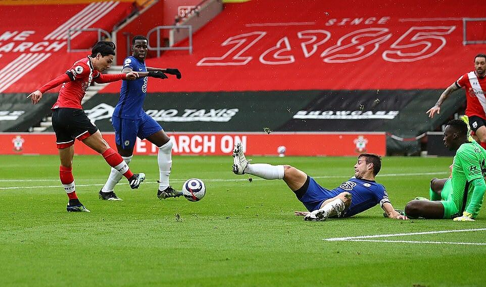 Minamino (trái) mở tỷ số cho Southampton bằng pha xử lý lắt léo. Ảnh: Southampton FC.