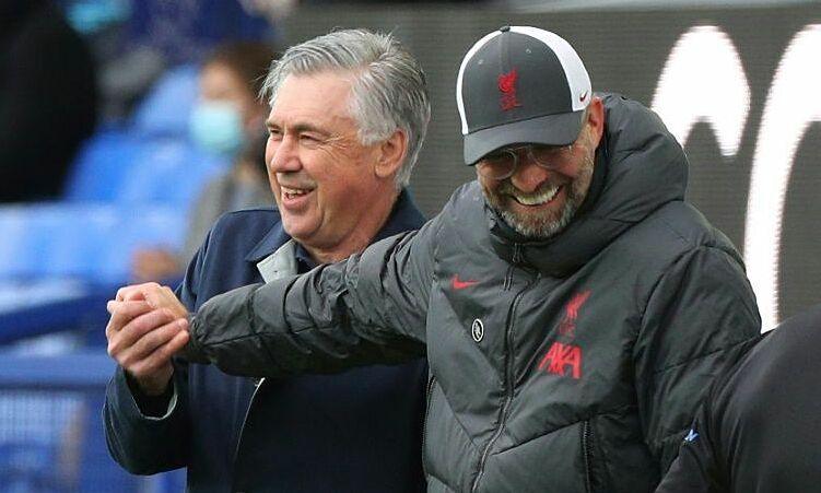 Ancelotti (kiri) dan bertugas untuk mengakhiri rentetan 23 kali seri dan kekalahan Everton dalam derby Merseyside.  Foto: Reuters