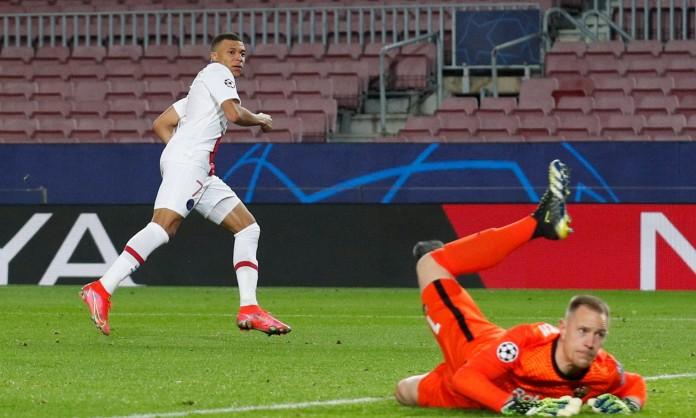 Mbappe ba lần đánh bại Ter Stegen trên sân Camp Nou. Ảnh: Reuters.