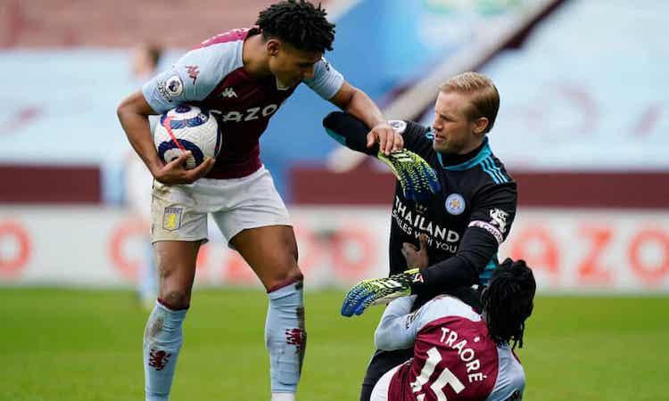 Villa nỗ lực nhưng không thể giành điểm sau khi bị dẫn hai bàn. Ảnh: Reuters.