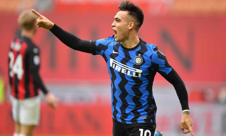 Martinez tỏa sáng với cú đúp, trước khi Lukaku ấn định thắng lợi 3-0. Ảnh: Reuters