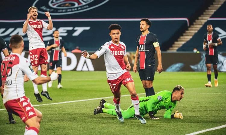 Sofiane Diop chia vui sau khi ghi bàn mở tỷ số cho Monaco trước PSG. Ảnh: AFP.