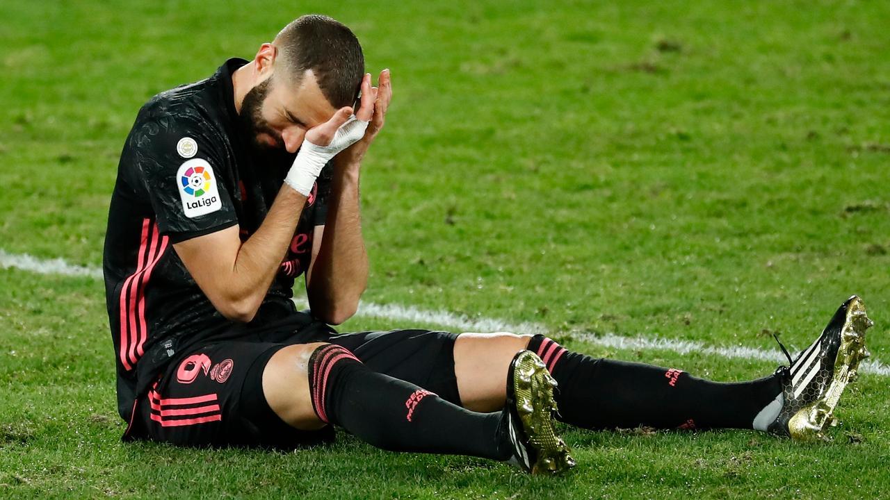 Chấn thương của Benzema khiến hàng công Real cùn mòn đáng kể khi đấu Atalanta. Ảnh: EFE