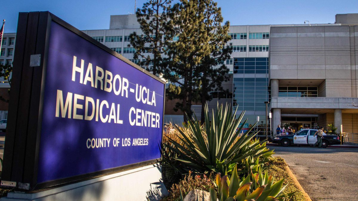 Police are on duty outside Harbor-UCLA, a hospital in Los Angeles where Tiger Woods provides post-accident treatment.  Photo: AS