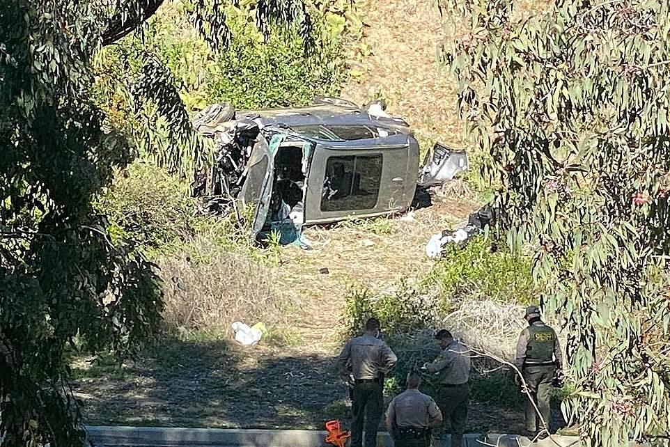 Bagian pertama mobil Woods terguling.  Foto: DM.