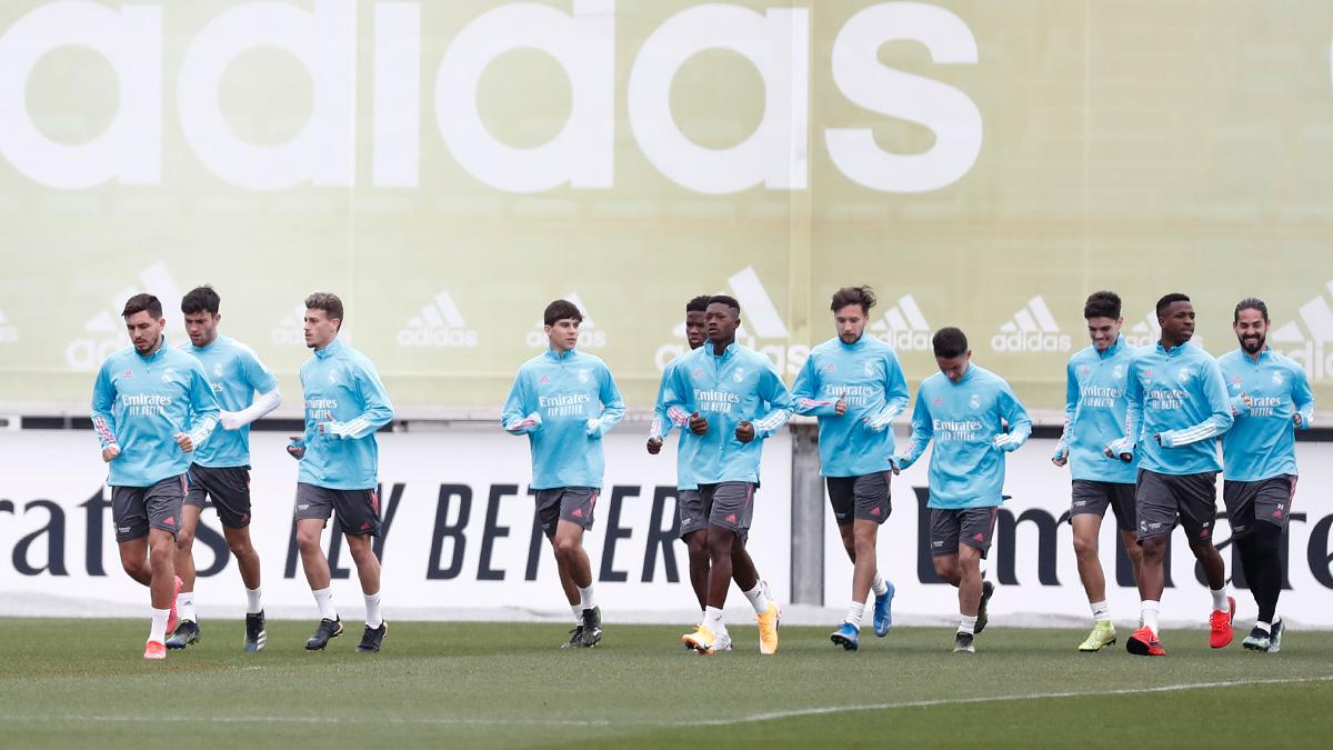ผู้เล่นอายุน้อยหลายคนได้รับการเลื่อนขั้นเข้าสู่ทีมเมื่อเรอัลเตรียมที่จะเล่นอตาลันต้าในรอบแรกของแชมเปี้ยนส์ลีก 1/8 ในกลางสัปดาห์นี้  ภาพ: Twitter / Real Madrid