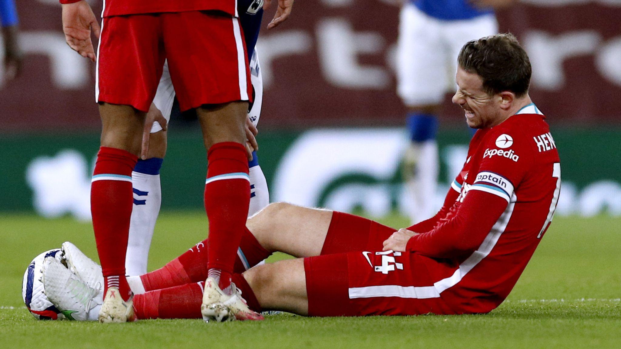 เฮนเดอร์สันชนะเมื่อบาดเจ็บที่ขาหนีบในเกมพ่ายเอฟเวอร์ตันที่กูดิสันพาร์คเมื่อวันที่ 21/2  ภาพ: Sky Sport