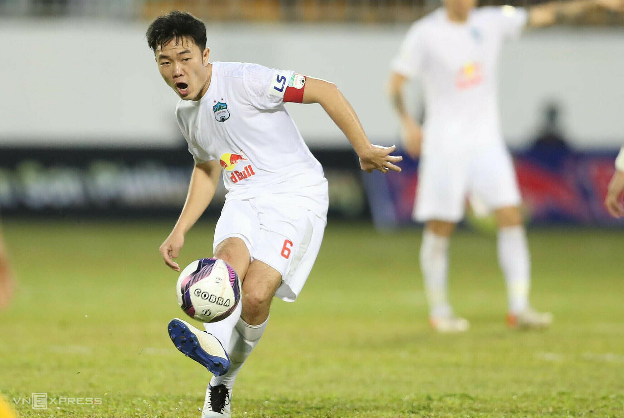 Xuan Truong และเพื่อนร่วมทีมจะได้รับ Binh Dinh ในรอบที่สามของการแข่งขันชดเชยเมื่อ V-League กลับมา  ภาพ: Duc Dong