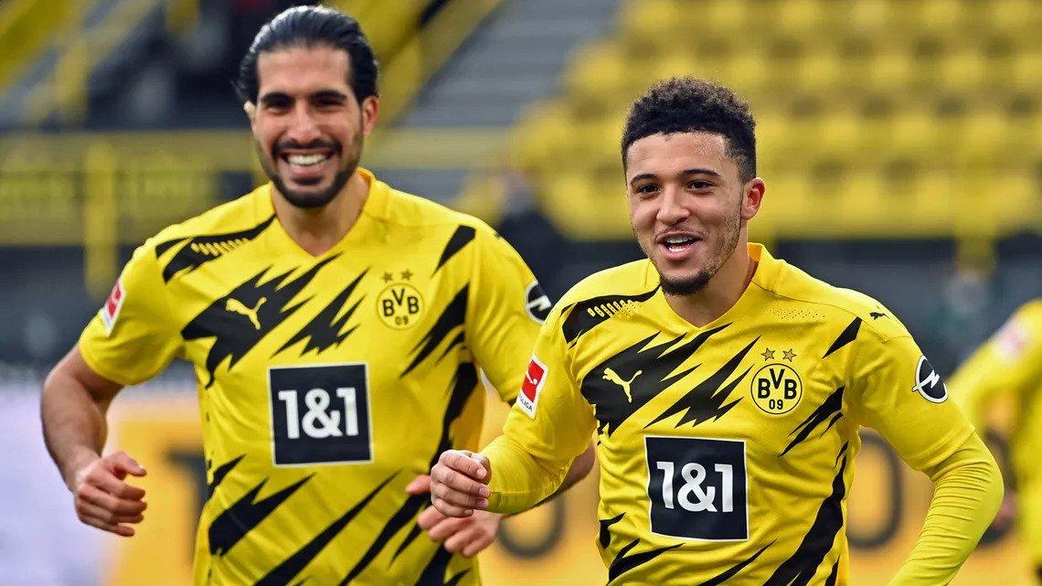 Sancho (kanan) mengucapkan selamat atas gol tersebut bersama rekan satu timnya.  Foto: Bundesliga.