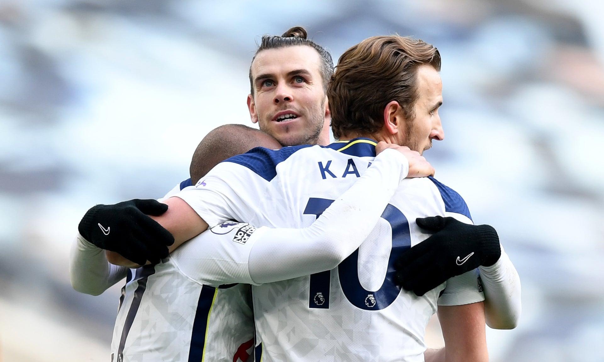 Bale แบ่งปันอย่างมีความสุขกับ Lucas Moura และ Kane หลังจากเพิ่มคะแนน 4-0 ให้กับท็อตแนม  ภาพ: PA